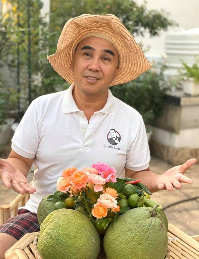 Ở nhà tránh dịch COVID-19 cả gia đình Quyền Linh thu hoạch bưởi mỏi tay trong khu vườn biệt thự - Ảnh 5.