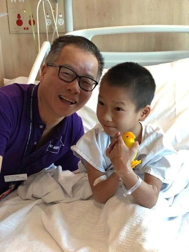 Cậu bé nghèo với đôi chân khoèo ở vùng cao đã đạp được xe sau khi được sáng Úc chữa trị - Ảnh 6.