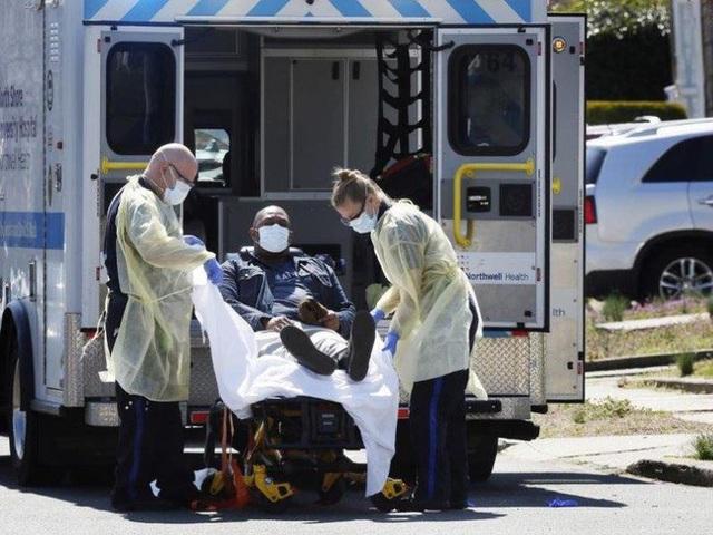 Số ca tử vong vượt 10.000 người, Italy treo cờ rủ tưởng niệm nạn nhân COVID-19; Mỹ thất thủ khi số người nhiễm tăng cao chưa từng có sau một đêm - Ảnh 6.