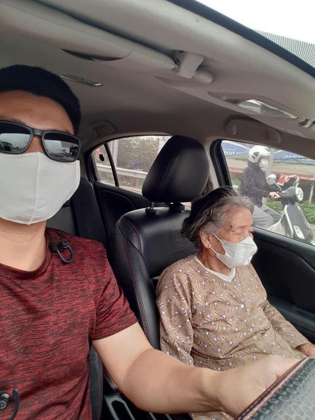 Thấy cụ bà gần 90 tuổi đứng chờ xe buýt, tài xế mời cụ lên xe chở đến địa điểm cụ cần cùng hành động đặc biệt - Ảnh 3.
