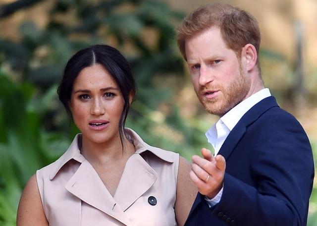 Vợ chồng Meghan Markle - Hoàng tử Harry bị Tổng thống Trump phũ phàng như thế này khi đặt chân đến Mỹ - Ảnh 2.