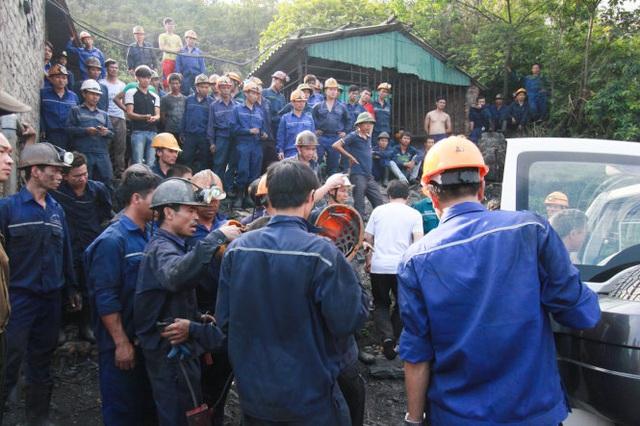 Quảng Ninh: Cứu 6 công nhân ngành than bị mắc kẹt trong hầm lò sau 15 giờ - Ảnh 1.