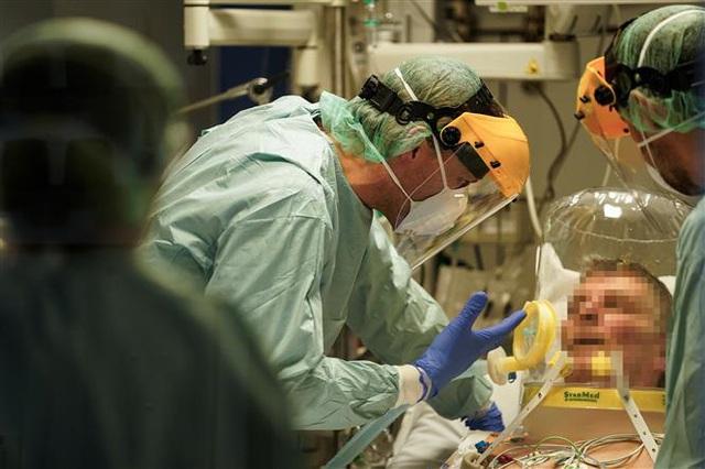 Hơn 101.700 người nhiễm, Italy được dự báo vẫn chưa tới đỉnh dịch; số người nhiễm COVID-19 tại Mỹ vọt lên gấp đôi Trung Quốc - Ảnh 9.