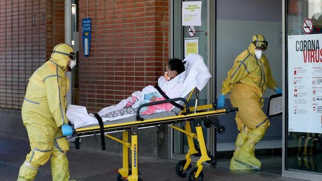 Hơn 101.700 người nhiễm, Italy được dự báo vẫn chưa tới đỉnh dịch; số người nhiễm COVID-19 tại Mỹ vọt lên gấp đôi Trung Quốc - Ảnh 6.
