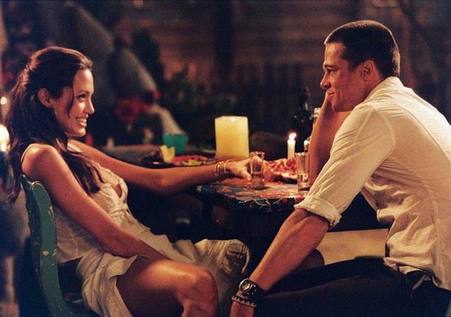 Angelina Jolie cố tình cởi nội y để quyến rũ Brad Pitt khi đóng cảnh giường chiếu - Ảnh 1.