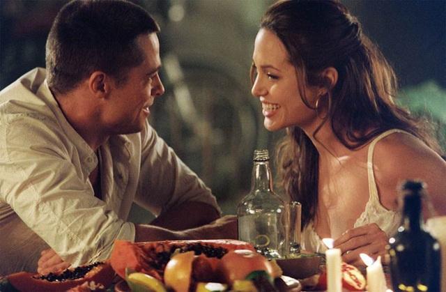 Angelina Jolie cố tình cởi nội y để quyến rũ Brad Pitt khi đóng cảnh giường chiếu - Ảnh 4.
