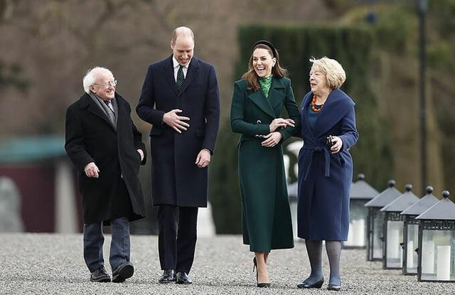 Công nương Kate quá lộng lẫy và xinh đẹp khi công du du Ireland - Ảnh 2.
