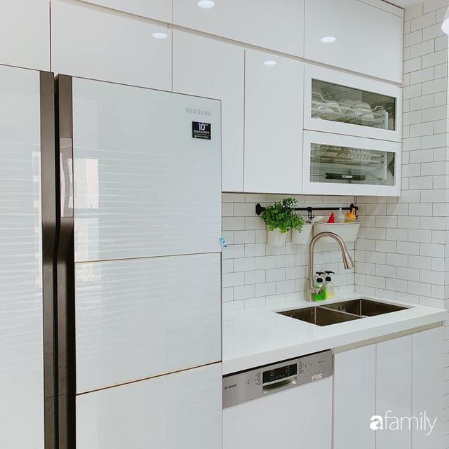 Căn hộ 90m² như được nhân đôi không gian nhờ cách decor khéo léo với sắc trắng ở Hà Nội - Ảnh 13.