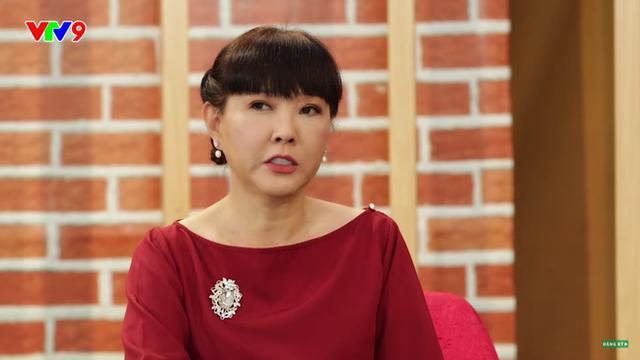Diễn viên phim Phạm Công Cúc Hoa: Tôi rất hoang mang, bước chân ra đường là bị con nít cầm đá đuổi ném - Ảnh 1.