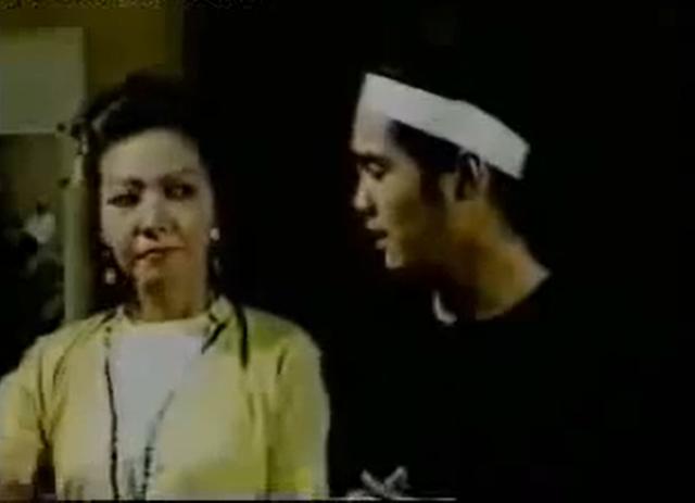 Diễn viên phim Phạm Công Cúc Hoa: Tôi rất hoang mang, bước chân ra đường là bị con nít cầm đá đuổi ném - Ảnh 2.