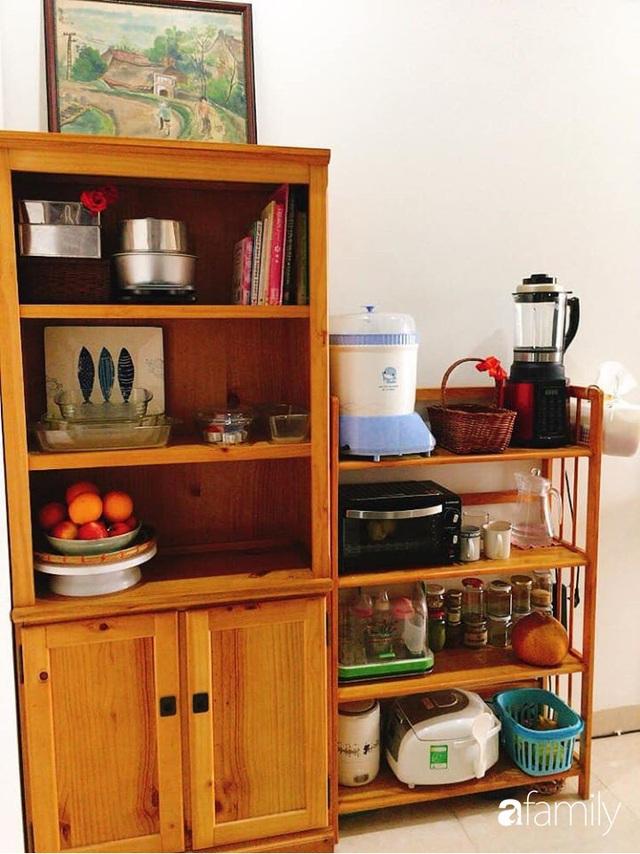 Phòng bếp chỉ rộng 6m² nhưng nhờ kinh nghiệm sắp xếp tối giản mẹ đảm ở Hà Nội vẫn khiến không gian ngăn nắp, gọn gàng - Ảnh 2.