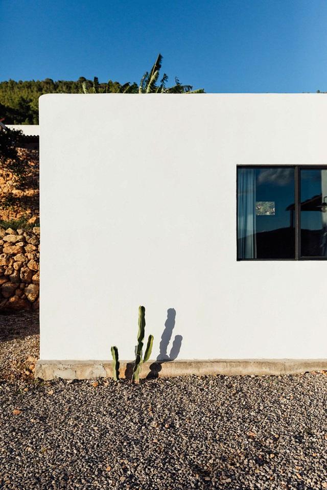 Căn nhà cấp 4  màu trắng nổi bật giữa thiên nhiên hoang sơ với cách thiết kế rất sinh động - Ảnh 12.