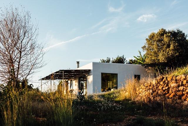 Căn nhà cấp 4  màu trắng nổi bật giữa thiên nhiên hoang sơ với cách thiết kế rất sinh động - Ảnh 13.