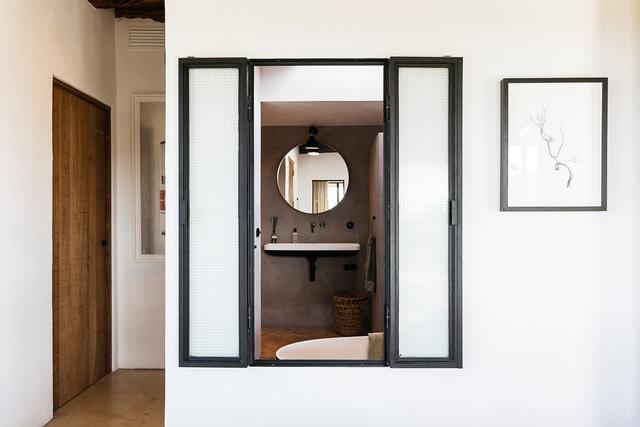 Căn nhà cấp 4  màu trắng nổi bật giữa thiên nhiên hoang sơ với cách thiết kế rất sinh động - Ảnh 22.