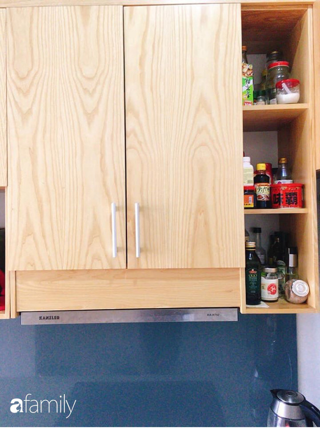 Phòng bếp chỉ rộng 6m² nhưng nhờ kinh nghiệm sắp xếp tối giản mẹ đảm ở Hà Nội vẫn khiến không gian ngăn nắp, gọn gàng - Ảnh 5.
