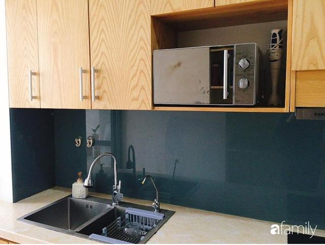 Phòng bếp chỉ rộng 6m² nhưng nhờ kinh nghiệm sắp xếp tối giản mẹ đảm ở Hà Nội vẫn khiến không gian ngăn nắp, gọn gàng - Ảnh 6.