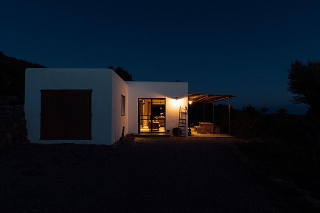 Căn nhà cấp 4  màu trắng nổi bật giữa thiên nhiên hoang sơ với cách thiết kế rất sinh động - Ảnh 7.