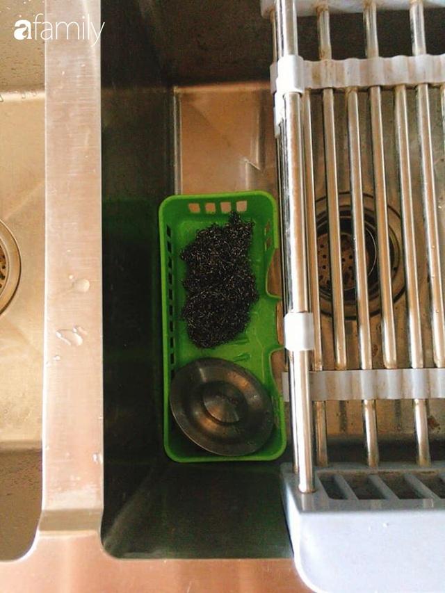 Phòng bếp chỉ rộng 6m² nhưng nhờ kinh nghiệm sắp xếp tối giản mẹ đảm ở Hà Nội vẫn khiến không gian ngăn nắp, gọn gàng - Ảnh 10.