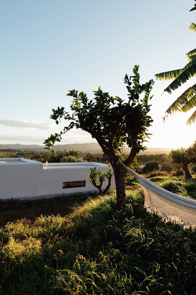 Căn nhà cấp 4  màu trắng nổi bật giữa thiên nhiên hoang sơ với cách thiết kế rất sinh động - Ảnh 11.