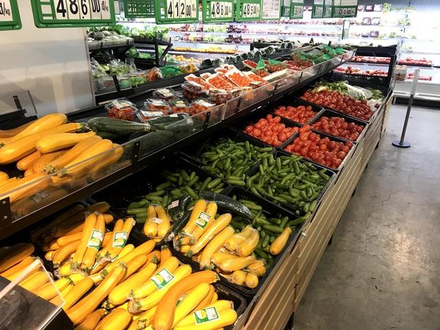Siêu thị đầy ắp thực phẩm, người dân không cần đổ xô mua tích trữ - Ảnh 11.