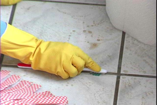 Nếu biết bàn chải đánh răng cũ có thể làm sạch những chỗ khó chùi rửa nhất trong nhà bạn sẽ không bao giờ vứt chúng đi nữa - Ảnh 2.