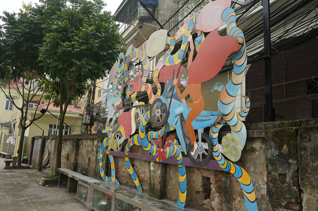 Từ con đường rác biến thành không gian nghệ thuật dưới chân cầu Long Biên - Ảnh 8.