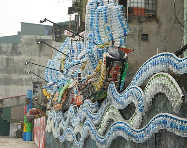 Từ con đường rác biến thành không gian nghệ thuật dưới chân cầu Long Biên - Ảnh 2.