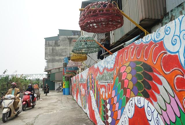 Từ con đường rác biến thành không gian nghệ thuật dưới chân cầu Long Biên - Ảnh 11.