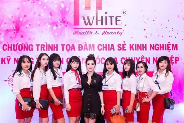 Gia đình nhỏ hạnh phúc của cặp vợ chồng nữ doanh nhân Phan Phạm Phương Uyên - Ảnh 1.