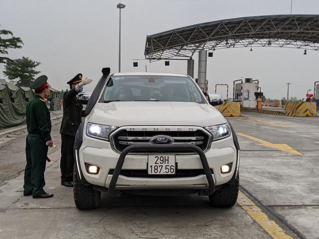 Nhiều xe ngoại tỉnh về Hải Phòng phải quay đầu khi kiểm tra y tế - Ảnh 2.