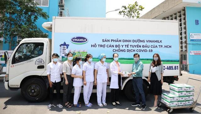 """Vinamilk """"cấp tốc chi viện"""" gần 150 ngàn sản phẩm sữa dinh dưỡng cho bệnh viện Bạch Mai trong giai đoạn cách ly vì dịch bệnh - Ảnh 5."""