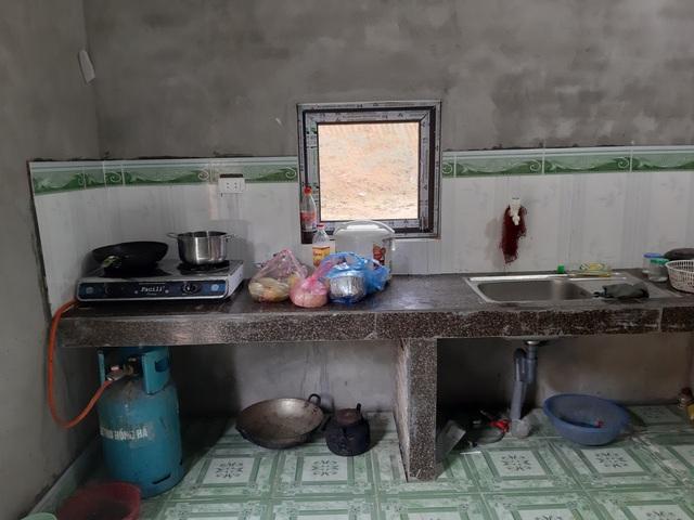 VIDEO: Hé lộ cuộc sống mới của cậu bé 10 tuổi sống một mình trong rừng ở Tuyên Quang - Ảnh 7.