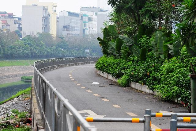 Đường phố vắng trở lại sau khi báo chí phản ánh người Hà Nội có tư tưởng chủ quan trong phòng chống dịch COVID-19 - Ảnh 9.