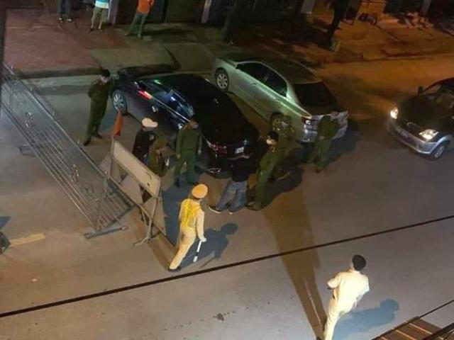 Trên đường đi ăn giỗ nhà bố vợ về, nam thanh niên Hải Dương cướp máy đo thân nhiệt tại chốt kiểm dịch - Ảnh 1.