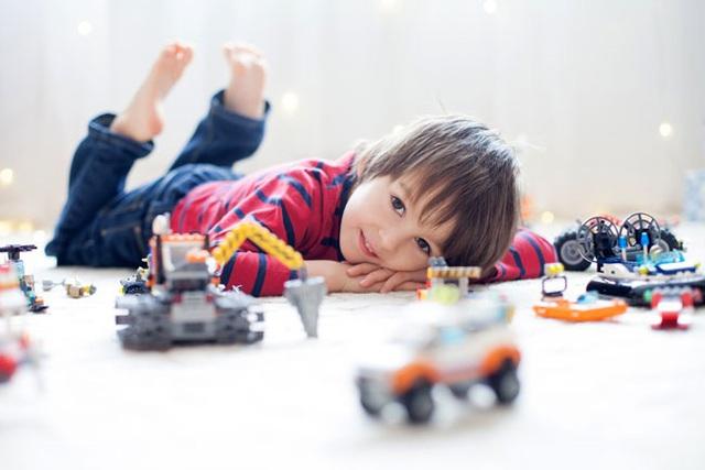 Gợi ý 9 hoạt động chống chán cho các bé  – trò số 6 và 8 cực dễ chơi lại giúp kích thích óc sáng tạo của con - Ảnh 1.