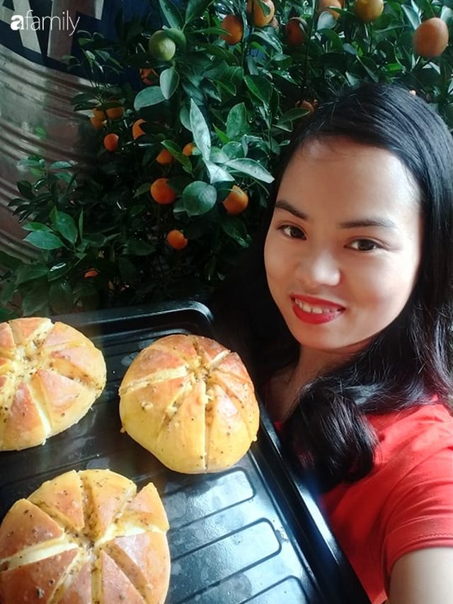 Thất nghiệp mùa dịch, bà nội trợ làm bánh mỳ bơ tỏi đút túi chục triệu/tháng - Ảnh 1.