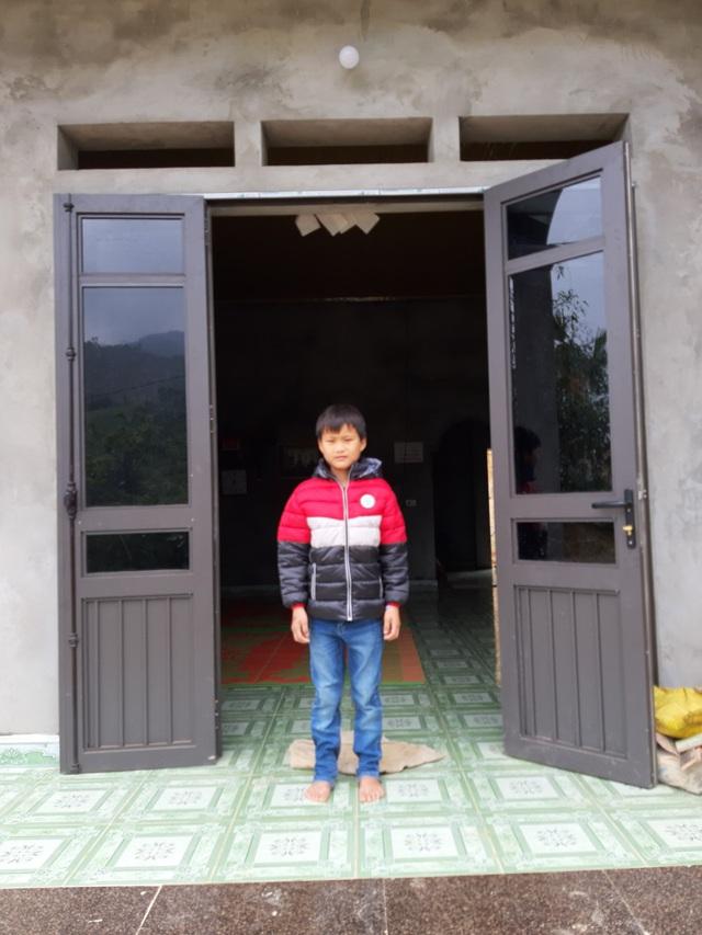 VIDEO: Hé lộ cuộc sống mới của cậu bé 10 tuổi sống một mình trong rừng ở Tuyên Quang - Ảnh 5.