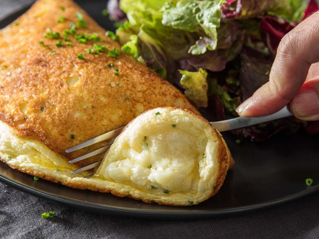 Mất có 15p làm món trứng bồng bềnh đang gây sốt cực ngon, nhìn lãng mạn, ăn càng mê tít - Ảnh 2.