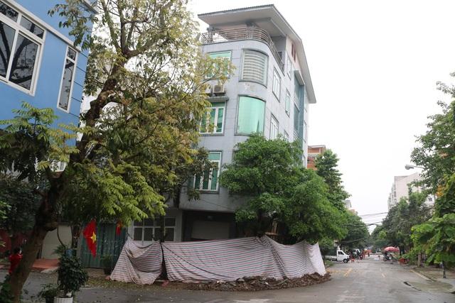 Hải Phòng: Chủ nhà cùng hàng xóm sơ tán trong đêm vì ngôi nhà bỗng sụt nghiêng dọa đổ - Ảnh 4.