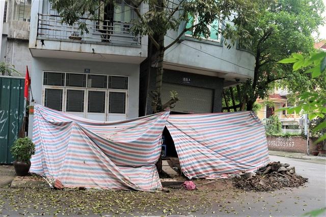 Hải Phòng: Chủ nhà cùng hàng xóm sơ tán trong đêm vì ngôi nhà bỗng sụt nghiêng dọa đổ - Ảnh 2.