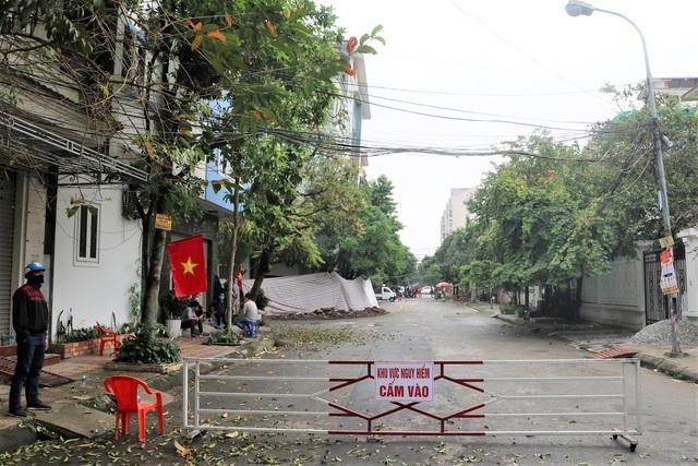 Hải Phòng: Chủ nhà cùng hàng xóm sơ tán trong đêm vì ngôi nhà bỗng sụt nghiêng dọa đổ - Ảnh 5.