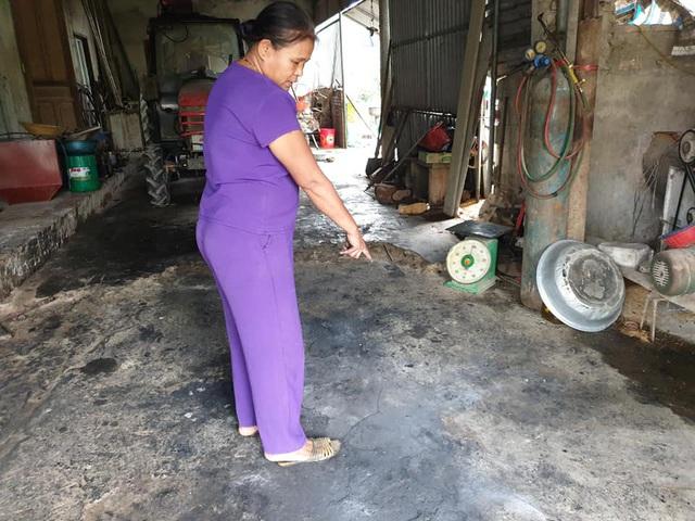 Một gia đình ở Hà Tĩnh nghi bị kẻ xấu ném bom xăng vào nhà - Ảnh 3.