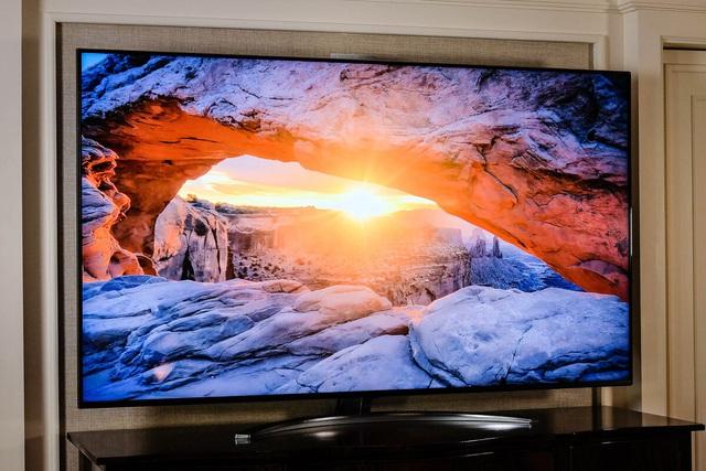 6 mẫu TV giá vài trăm triệu đồng - Ảnh 2.