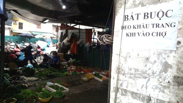 Dừng họp chợ ở Hải Dương: Nơi vẫn bán, chỗ không bóng người  - Ảnh 9.