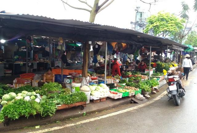 Dừng họp chợ ở Hải Dương: Nơi vẫn bán, chỗ không bóng người  - Ảnh 14.