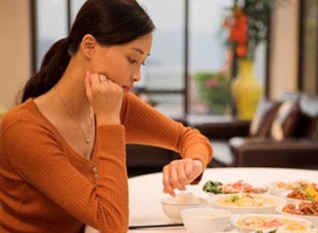 6 bệnh hiểm do hậu quả của việc ăn tối muộn mà ra và đây là nguyên tắc vàng cho bữa tối - Ảnh 1.