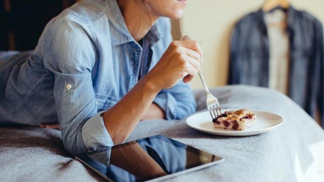6 bệnh hiểm do hậu quả của việc ăn tối muộn mà ra và đây là nguyên tắc vàng cho bữa tối - Ảnh 3.