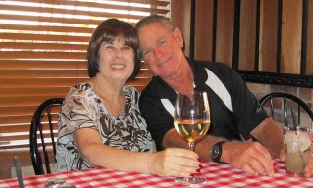 Vợ chồng Mỹ nhiễm COVID-19 chết cách nhau 6 phút - Ảnh 2.