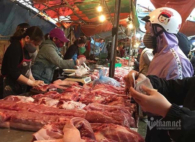 Tuyên bố giảm giá mà thịt lợn vẫn quá đắt, có người đang ăn lãi đậm - Ảnh 2.