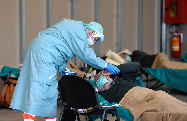 Thế giới chạm ngưỡng 65.000 người tử vong vì COVID-19, nước Mỹ bất lực nhìn số ca nhiễm leo thang - Ảnh 5.